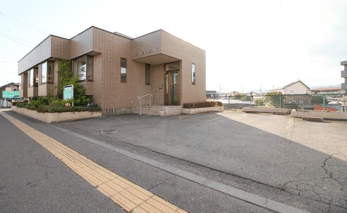 前川歯科医院は駐車場7台完備